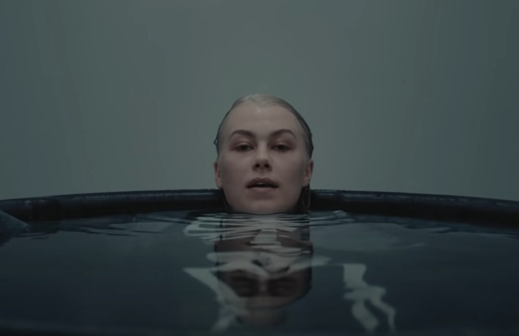 VIDEO: Phoebe Bridgers – I Know The End